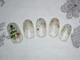 Xmasツリーネイル☆ピーコックでクリスマスツリーを。キラキラ結晶やラメと相性がいいです♪