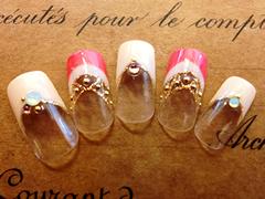 ダブルフレンチヌーディーカラーと明るめのピンクのフレンチ 透け感のあるラメラインがポイント